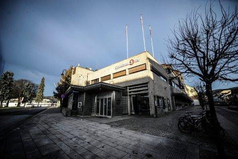 BLI DEL AV FUSJON: Bankbygget i Storgata 7 i Kongsberg sentrum blir en del av SpareBank 1 Sørøst-Norge.