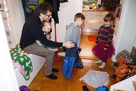 I dag er foreldrepermen 49 uker, men bare 15 uker er forbeholdt far. Foto: Heiko Junge / NTB