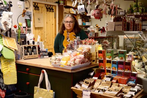 ÅPNER: Mandag kan Anne Berit Nicolaysen på Kirkebygda produkter i Rødberg sentrum åpne dørene igjen.