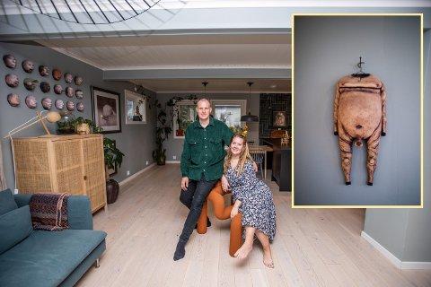 LIKER TING SOM SKILLER SEG UT: Frid Klungrehaug (31) og Glenn Nilson (32) har dekorert hjemmet sitt med mange spesielle gjenstander. Deriblant dette kunstverket (innfelt).