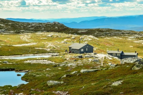 PUSSET OPP: Sigridsbu på Bfjell har blitt pusset opp på dugnad og åpner 1. juli. Dette er én av de åtte hyttene til Kongsberg og Omegns Turistforening.