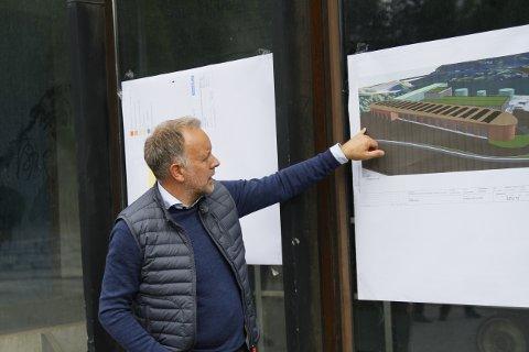 VURDERT: Jens Sveaass har vurdert flere forhold, men har antydet at Sellikdalen er best til utbygging. Tomta er kommunens, den er regulert, og de får plass til mye, selv om noe materiell må lagres andre steder. Politikerne er ikke enige..