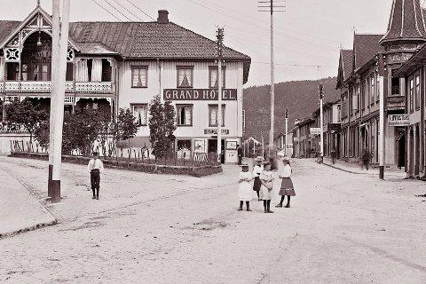 SOMMER: Skoleferien startet 1. juli i 1901 og varte til 12. august. Våpenarbeiderne måtte nøye seg med to dagers sommerferie.