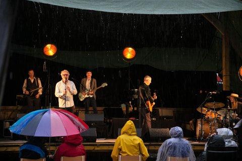 HVA ER VEL LITT REGN?: «Det finnes ikke dårlig vær, bare dårlig klær» er vel en av de store mottoene til den norske befolkningen.