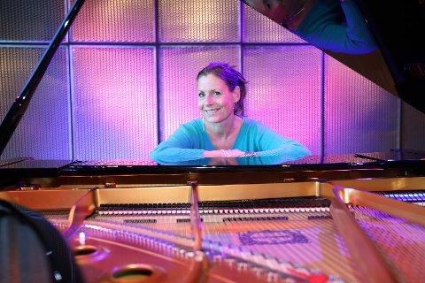 STARTER SESONGEN: Anne-Carolyn Schlüter holder konsert i Sølvsalen 6. september sammen med Helge Flatland.