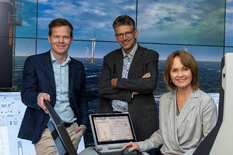 SAMARBEID: Investinor og Kongsberg Innovasjon hos Kongsberg Maritime.  Fra venstre: Einar Eilertsen (Kongsberg Innovasjon), Svein-Olav Torø (Kongsberg Innovasjon) og Rannveig Fadum (Investinor).