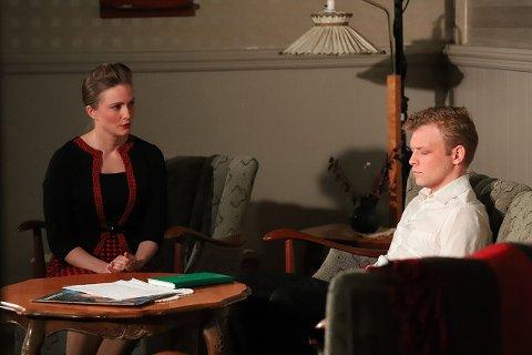 SKUESPILLERE: Mari Evjen Jørstad og Kenneth Flatin. Bildet er fra en tidligere oppsetning.
