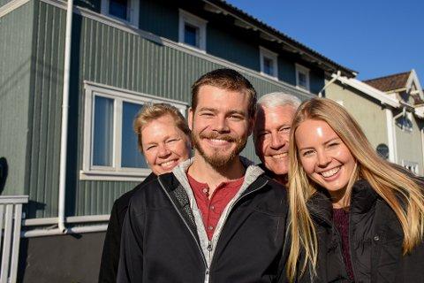 Søndag røk den amerikanskie liungen Adam Tock ut av TV-serien Alt for Norge, og Lierposten møtte Adam og hans familie da han besøkte Lier igjen. Fra venstre Kathy (mor), Adam, Jeff (far) og Whitney (lillesøster).