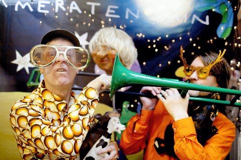 HELSPRØ KOMPISER: Meg og Kammeraten Min, kaller de seg, de musikalske kompisene Martin Hagfors og Erik Johannesen, som inntar Lier kulturscene søndag 4. oktober klokken 14.00.