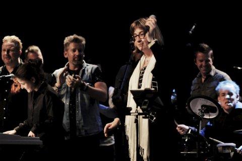 SAMMEN PÅ SCENEN: Da Liunggjengen framførte sin versjon av Møkkamann, dukket Plumbo-gutta opp på scenen og sang med. Se flere bilder på lierposten.nobilder: Elisabeth Engebretsen