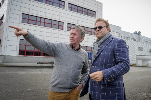 SUKSESS PÅ LIERSKOGEN: I 2015 kjøpte drammenser Lars Nilsen og liung Trond Sørum (t.v:)  pillefabrikken på Gjellebekk. Det var startskuddet for et suksessrikt samarbeid.