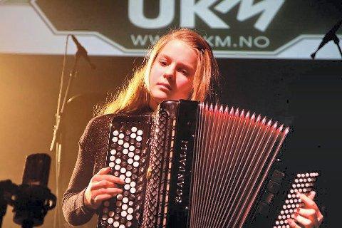 VANT: Anna Ouff Grøthe ble norgesmester i trekkspill, kun dager etter at hun representerte Lier i UKM-landsmønstringen i Trondheim. Her fra UKM i Lier tidligere i år.