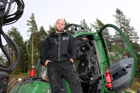 HAR JOBBET I GULLAUGKLEIVA: Skogsentreprenør Edvard Hansen.