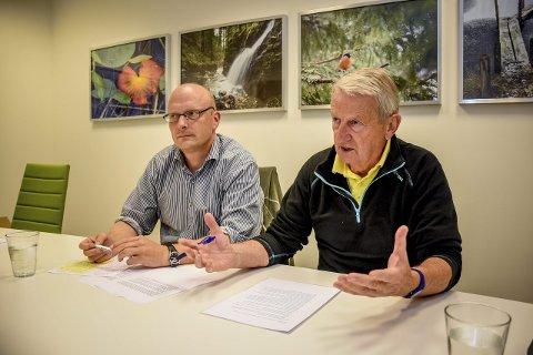 SKUFFET: Lars Haugen (til venstre) og Per Vemork fra Frp mener sentrumspartiene hadde gode muligheter til å påvirke politikken. – I stedet drev de et råkjør for å få posisjoner, sier de.foto: simen Næss Hagen