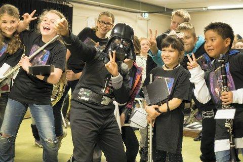 Se opp for stjernekrigere: Tranby skolekorps lover et spektakulært show, der man blant annet vil få et gjenhør med musikken fra Star Wars-filmene. Foto: Jarle Sannes