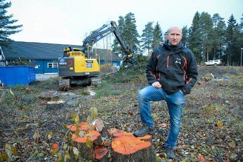 Bygger bane: Det lille skogholtet mellom Lier ILs klubbhus og Joseph Kellers vei skal bli skøytebane. foto: benedikte håkonsen