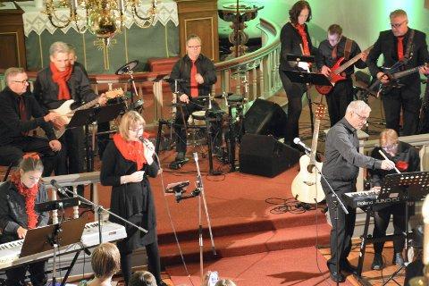 FØRJULSKONSERT: Liunggjengen arrangerer i ettermiddag sin årlige førjulskonsert i Frogner kirke. Bildet er fra konserten i fjor.