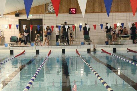 KLART FOR STEVNE: 125 rekrutter skal delta på svømmestevnet i Lierhallen på søndag.