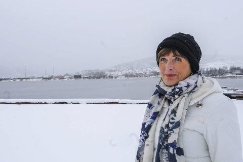 Ønsker framdrift: Ulla Nævestad tilbake på stedet der det hele startet. På Gilhus fikk Bjørn Rune Gjelsten ideen om en fjordby fra Lierstranda til Drammen. Som styreleder i den største grunneieren ønsker Nævestad å fokusere på framdrift.FOTO: Pål A. Næss
