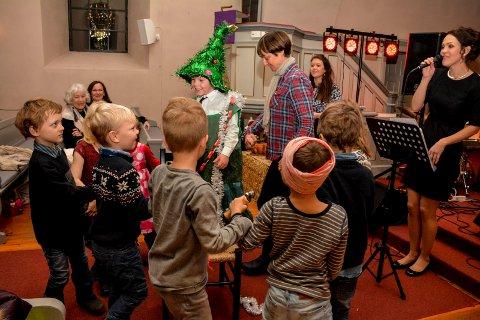MUSIKK OG MORO: Det var rom for både julemusikk og julegøy da kvartetten Swing'n'Sweet holdt familiekonsert i Frogner kirke.