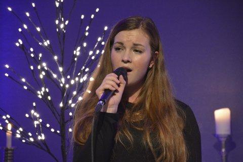 DYPT OG EKTE: Andrea Louise Horstad (21) kom hjem til sin egen kirke og holdt en stille og vakker julekonsert i Lierskogen kulturkirke like før jul.