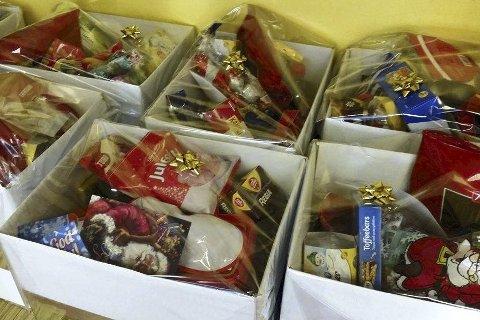 Gledet mange: Julekurvene som ble levert før jul var fulle av varer som gledet til jul. Foto: Privat
