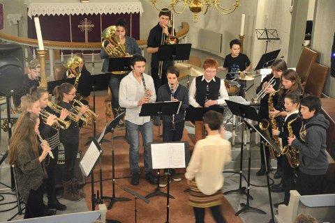 ENSEMBLE: Kulturskolens flotte blåseensemble avsluttet årets julekonsert i Sylling kirke med When you wish upon a star.