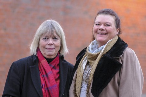 Ønsker eiendomsskatt: SV-duoen Ninnie E. Bjørnland (til venstre) og Kathy Lie ønsker å innføre eiendomsskatt. – I snitt har vi det bra i Lier, men vi også ta vare på dem som ikke har det så bra, sier de.