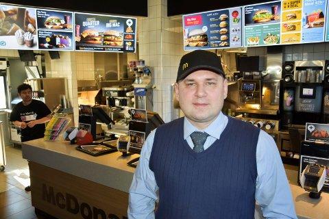 Blant de beste: Allan Jacobsen, restaurantsjef hos McDonald's på Liertoppen, er mottaker av den prestisjetunge Ray Kroc-prisen.