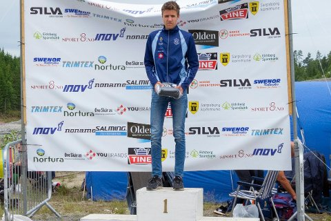 PÅ TOPPEN AV PALLEN: Sander Arntzen fortsetter å imponere. Under Norges største Orienteringsfestival, der mange av landets beste løpere deltok, vant 16-åringen fra Gullaug mellomdistansen og ble nummer to på langdistansen.