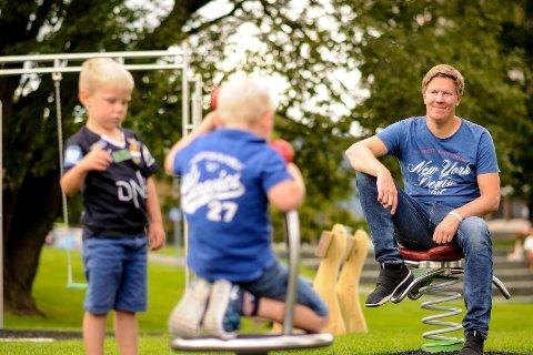 Geir Cato Kristiansen med sønnene Erland og Adrian