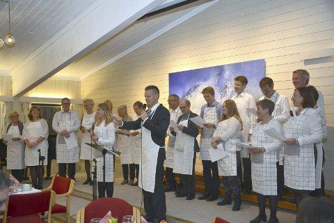 VELKOMMEN: De ansatte i Kirken inviterte ildsjelene i menighetsarbeidet til fest i Tranby menighetshus, og ønsker velkommen med sang.