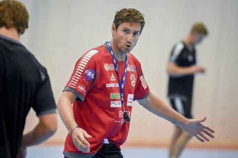 KLAR FOR TRE TØFFE KAMPER: Glenn Solberg, hovedtrener for St. Hallvard håndballklubbs herrelag i 1. divisjon.