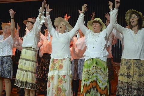 OKLAHOMA: I stråhatter og sommerkjoler og med en innlagt koreografi, ble det en feiende flott finale under Vice Versas musikalkonsert i MD-huset lørdag.