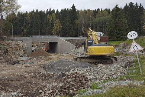 Åpnes i desember: Den nye kulverten åpnes trolig i starten av desember, men det er uvisst når Gjellebekkveien kan åpnes igjen.
