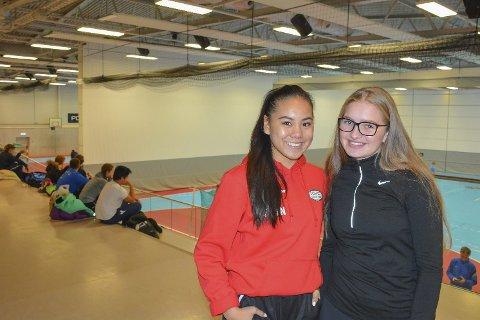 Gledet seg: Sofie Mei Nordli (t.v.) og Selma Johansen (begge 15) så fram til å lære mer om hvordan det er å gå på idrettslinja til St. Hallvard videregående.