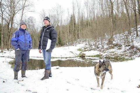 Frykter for framtiden: Erik Hennum og Gjermund Gravdal tror beboerne på Hennum vil betale en høy pris dersom planene for Klinkenberghagan blir vedtatt. foto: PÅL A. NÆSS