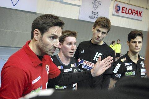 Tenk angrep: - Nøkkelen ligger i å ha fokus i angrepsspillet, sier trener Glenn Solberg (til venstre) om lørdagens kamp. SHK møter da Lillestrøm hjemme i Reistad Arena. ARKIVFOTO