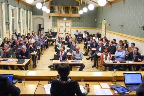 REDUKSJON: I neste kommunestyreperiode vil kommunestyret i Lier bestå av 41 representanter, mot 49 nå. Bildet er fra et tidligere møte.