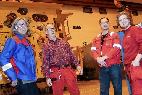 SER FRAMOVER: Roger Nilsen (nr. to fra venstre) og Mads Petter Larsen (til høyre) sammen med hovedtillitsvalgt Arne Rødvik og adm.dir. Janne Harstad Rasten.
