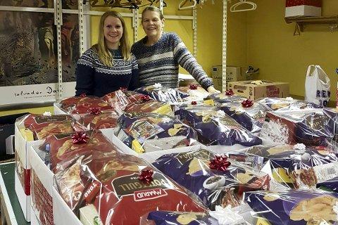 Velfylte kurver: Solveig Thoen (t.v.) er glad for at de også i år kan levere ut velfylte julekruver som vil gi noen en bedre jul.