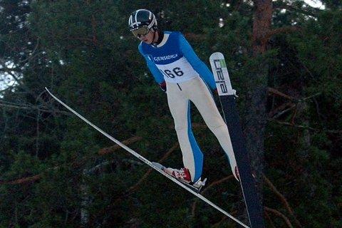 FJERDE BESTE: Thea Sofie Kleven hoppet seg inn på en fjerdeplass under NM i hopp for damer i liten bakke, mens hennes bror, Sander, vant sin klasse under helgens norgescuprenn.