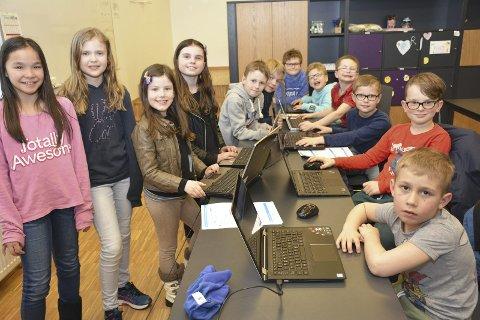 LIER KODEKLUBB: Barna i Lier Kodeklubb skal lære seg enkel koding eller programmering, for å få forståelse av hvordan dataprogrammer er bygd opp.