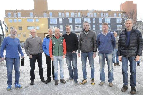 Birkenveteranene: Alle disse karene har deltatt i Birkebeinerrennet mer enn 20 ganger. Fra venstre: Nils Petter Haugfoss, Sterin Yri, Einar Narjord, Nils Haugen, Morten Kløvstad, Jan Tore Jørgensen, Nils Ragnar Hennum og Jens Myhra.