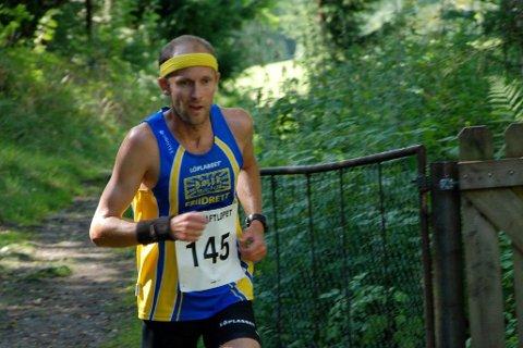 VANT HALVMARATON: Øystein Mørk fra Lierskogen vant halvmaratondistansen under Påskeløpet i Drammen 2. påskedag. Bildet er hentet fra et tidligere Kraft-løp på Tranby.