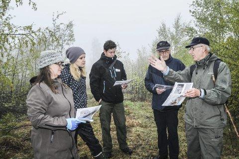 Fra befaringen: Rådgiver Ingrid Buck (kultur og fritid), saksbehandler Gunhild Løken Dragsund (plankontoret), arkeolog Lars Hovland (BFK) var på befaring med John Willy Jacobsen og Rolf Bjerke.