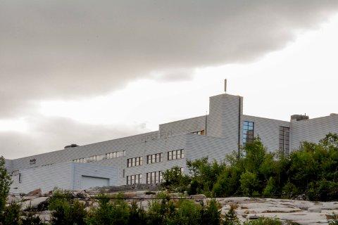 TRONER OVER GJELLEBEKK: Den gamle pillefabrikken har fått nytt liv - og snart får den også nye naboer.
