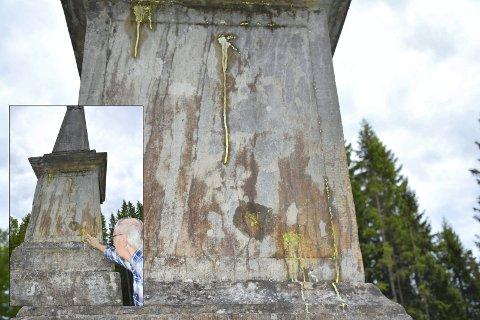 """GRISERI: Obelisken fra 1749 er et kjent landemerke og fredet kulturminne på Tranby. Noen har """"moret seg"""" med å grise ned det spesielle byggverket."""