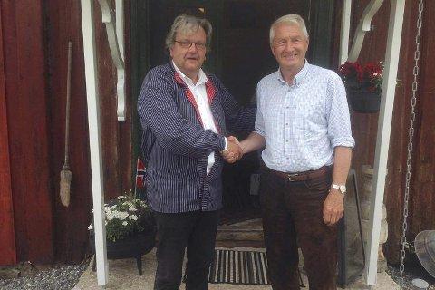 God samtale: Knut Olaf Kals (t.v.) sier han og Thorbjørn Jagland hadde en god samtale om fredsarbeid, skihistorie og hvordan disse knyttes sammen. Foto: Privat