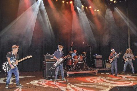 Talentfulle musikere: The Extended Dudes kan oppleves på Hegg gamle scene lørdag. Her fra årets lokale UKM (Ung Kultur Møtes) på kulturscenen. arkivfoto